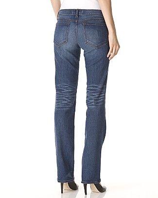 Poponuz yassı ve genişse, cepleri daha yukarıda olan modelleri seçin.  Nerelerde bulabilirsiniz?  Diesel, Mavi Jeans, Koton, Lee Cooper